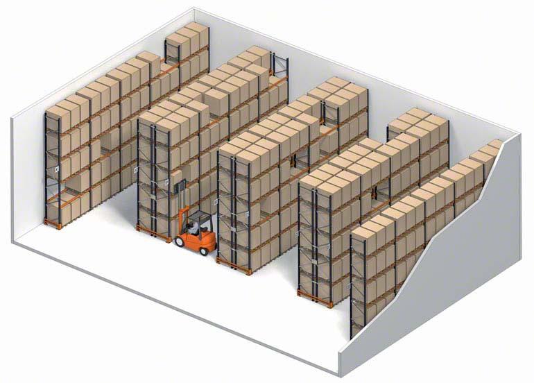 Sistema de armazenagem convencional com acesso direto à palete.