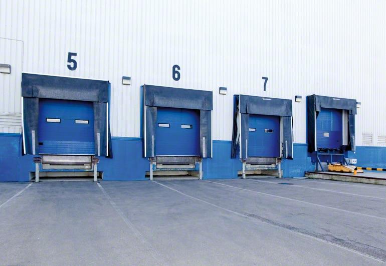Distribuição dos cais de carga e descarga de um armazém.