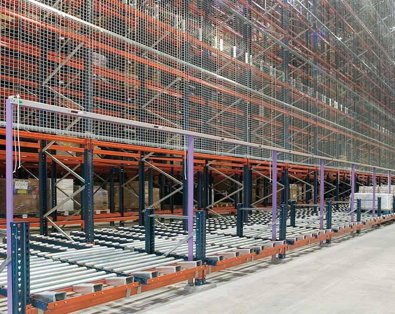 Sistemas de picking na lateral de um armazém automático