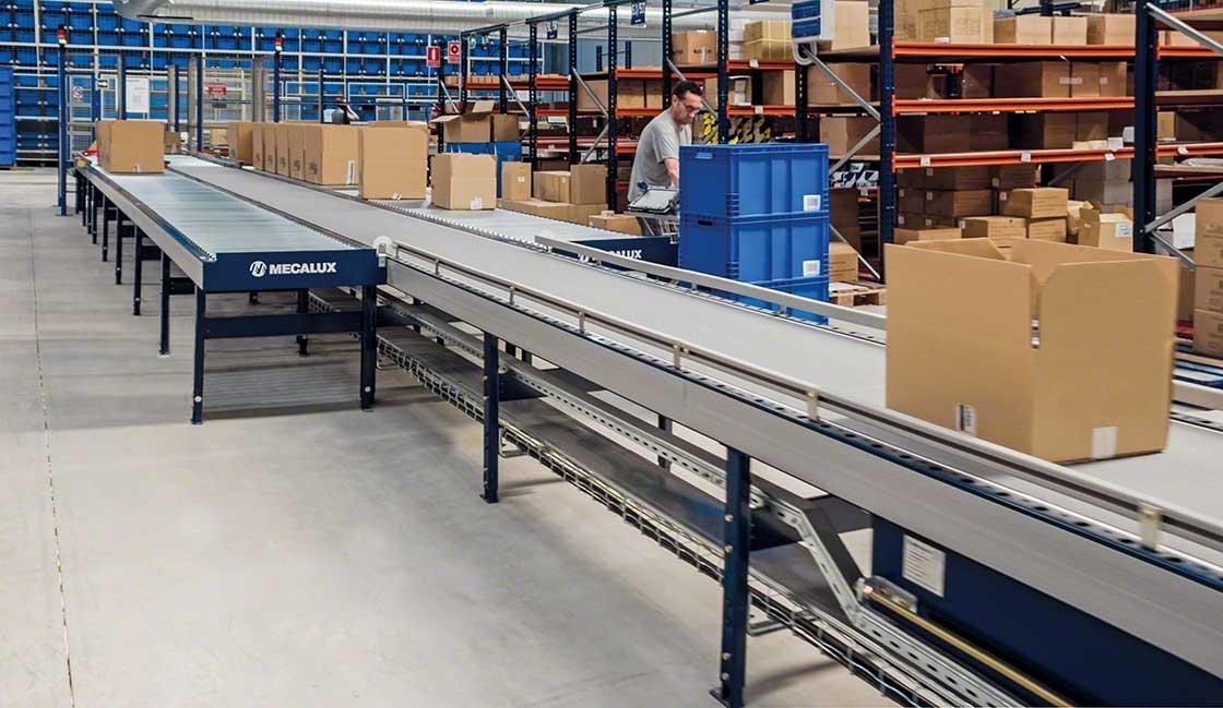 Segurança em armazéns logísticos: os transportadores permitem fazer tarefas de picking mais seguras e ergonómicas no armazém da Cofan