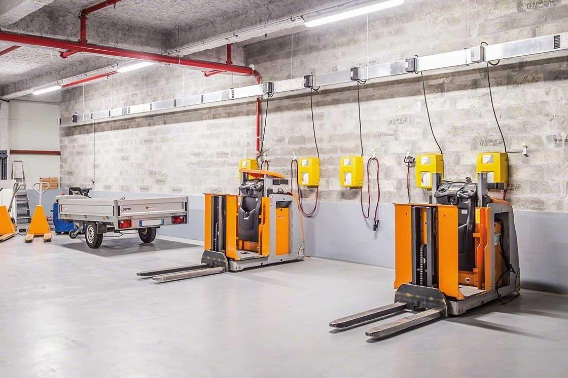 A área do armazém para a manutenção dos equipamentos deve cumprir todas as normas de segurança