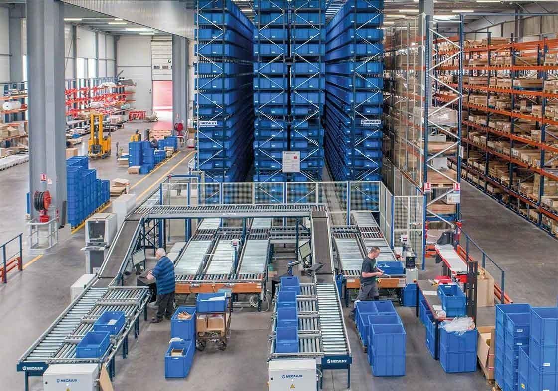 Processos de picking: os transelevadores para caixas seguem o método produto ao homem e permitem automatizar a fase do picking dedicada a percursos e deslocações