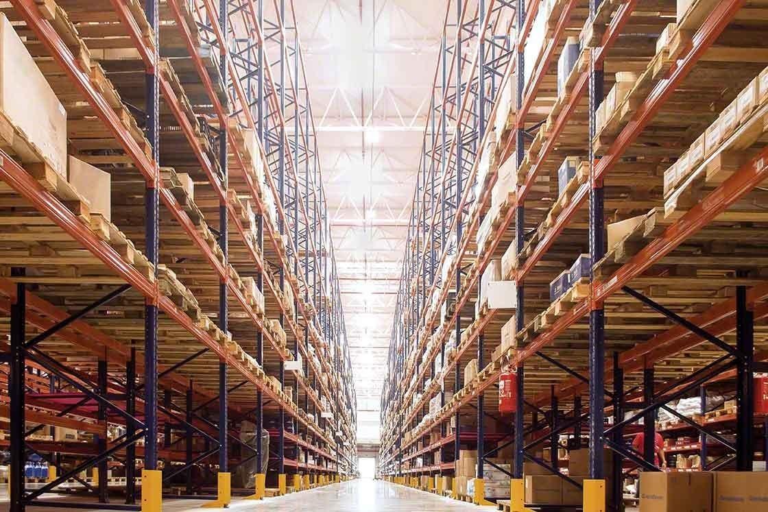 O WMS ajuda a fazer um controle exaustivo do inventário em tempo real e otimizar o big data na logística
