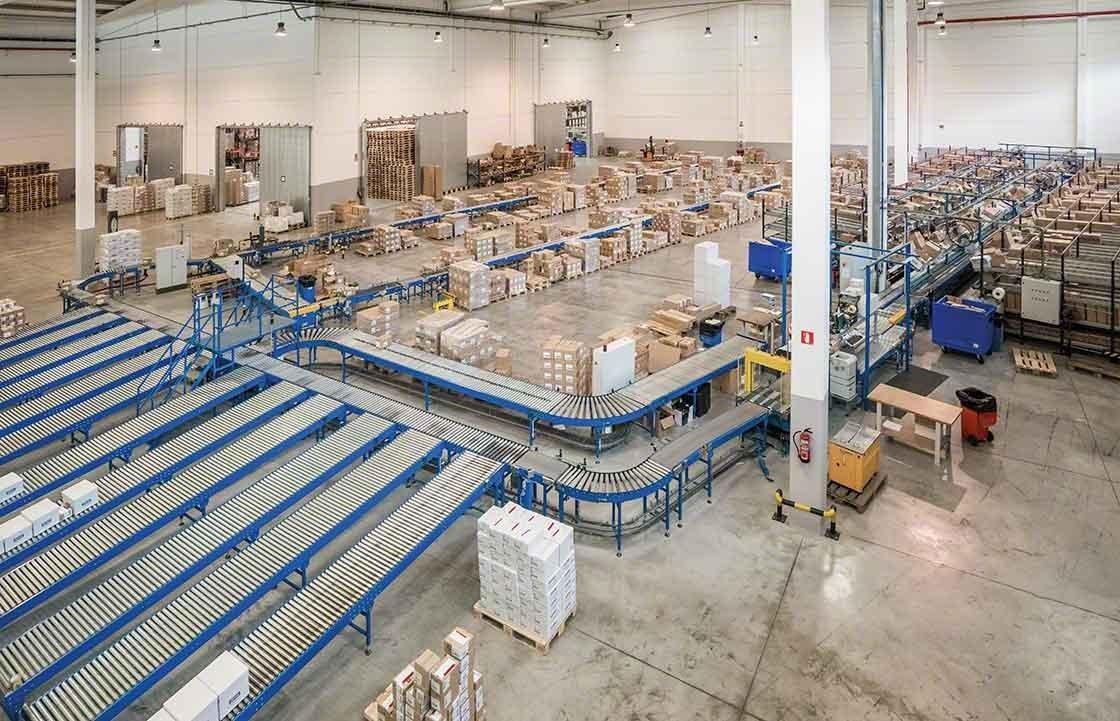 Organizar adequadamente as diferentes áreas do armazém é imprescindível para fazer uma correta gestão de devoluções