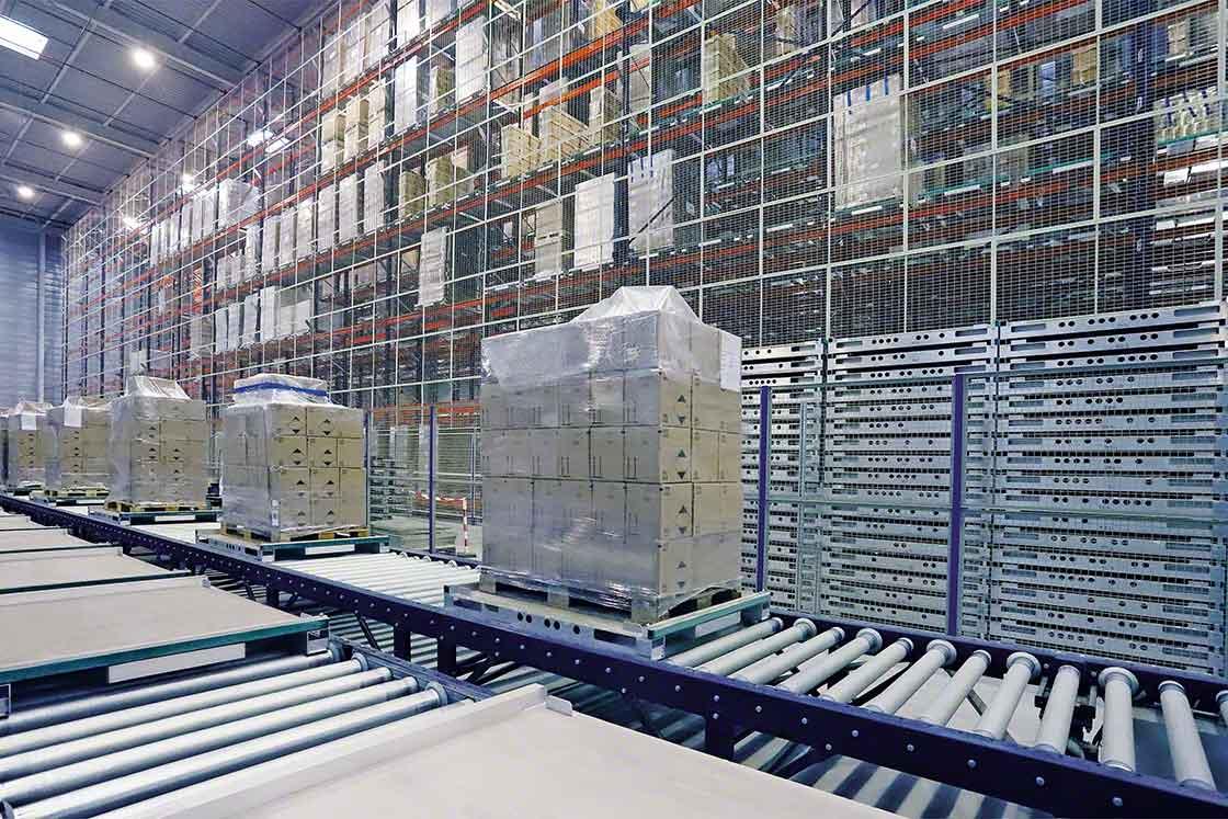 O transporte de cargas no armazém é um dos processos importantes para o 'benchmarking' logístico
