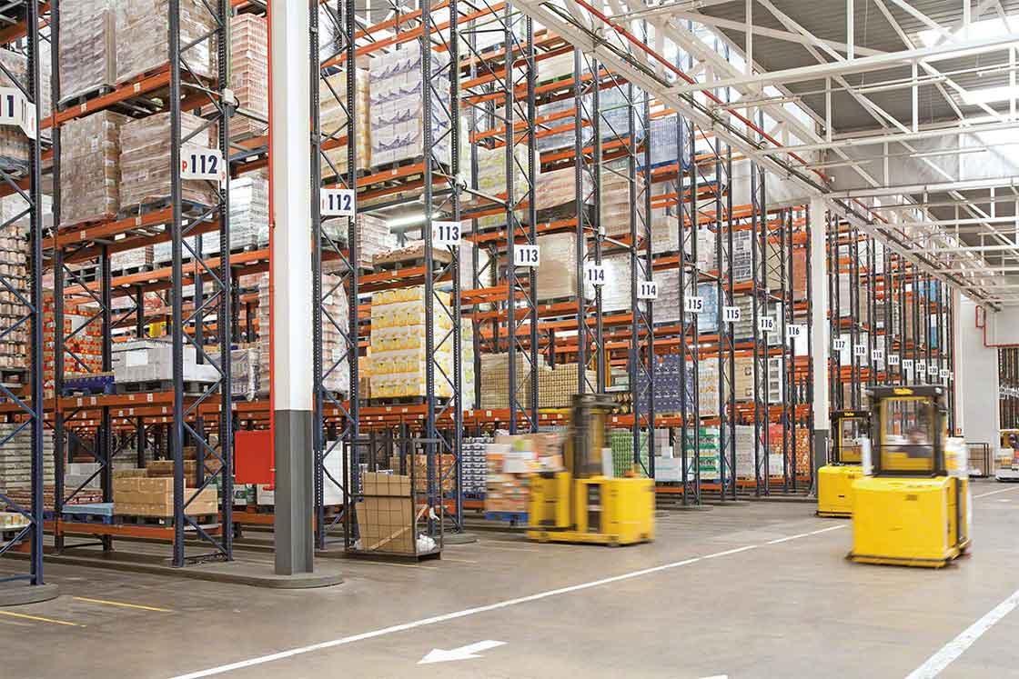 Área de armazenagem de um armazém